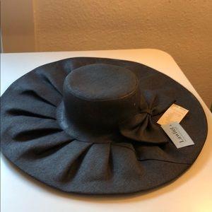 Wide-brimmed black sun hat!